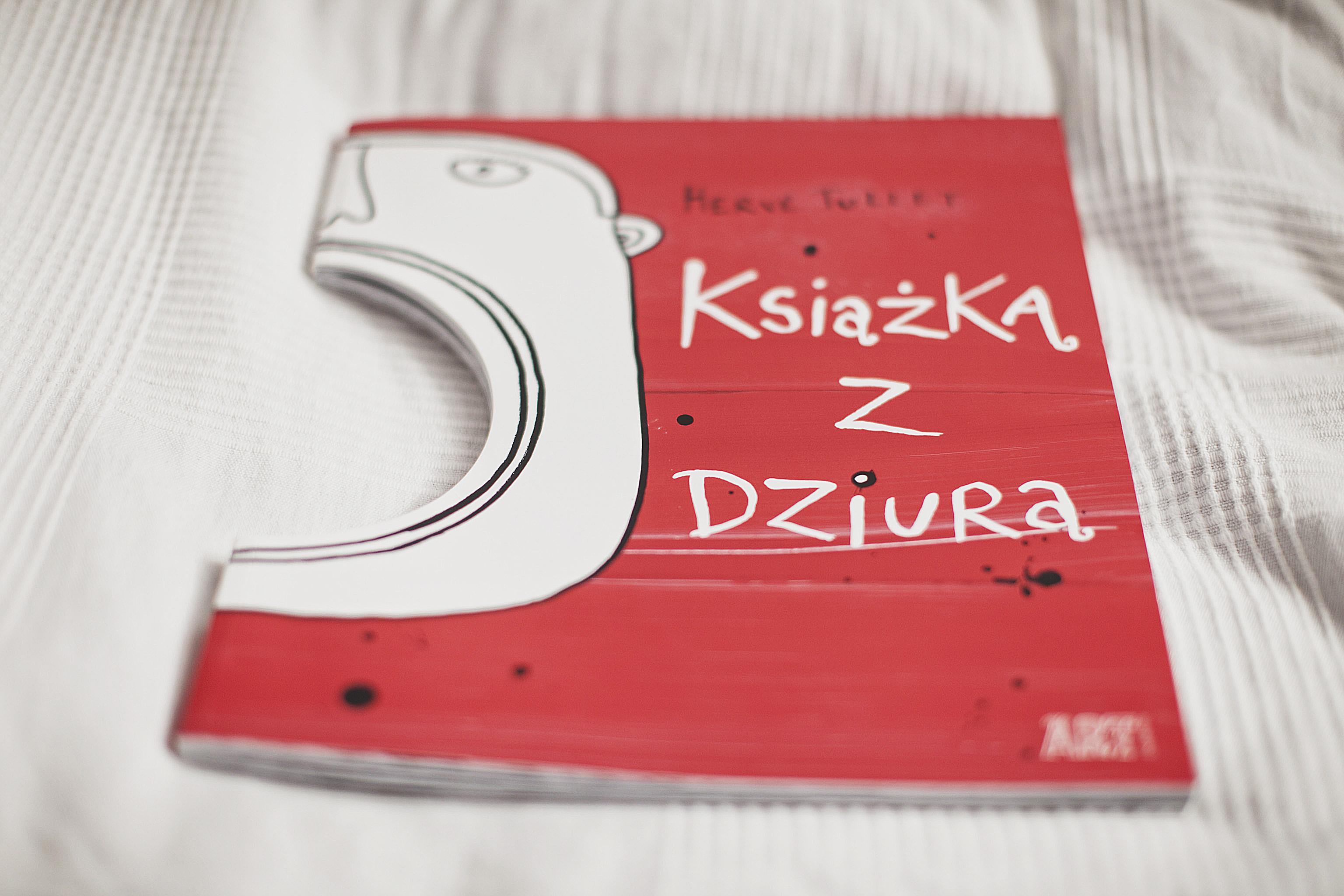 Książka z dziurą