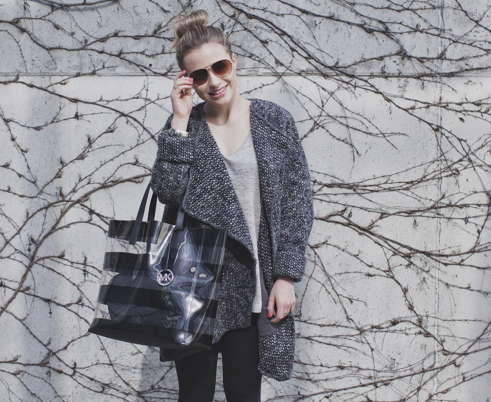 Wygodny casual z szarym swetrem